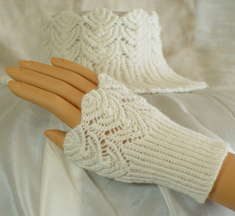 Lace Wristlets Knitting Pattern : Free Knitting Patterns Wrist Warmers