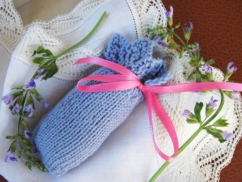 Knitted Sachet Pattern : Three Eyelets Sachet :: Lace-edged Sachet knitting pattern
