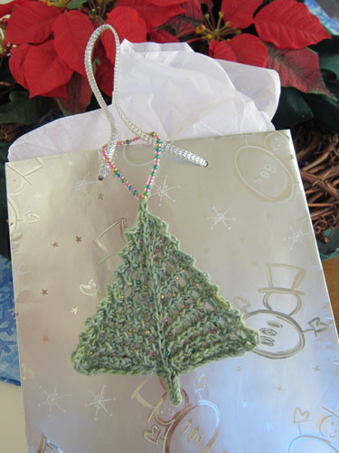 Bitty Beady Christmas Tree gift bag decoration