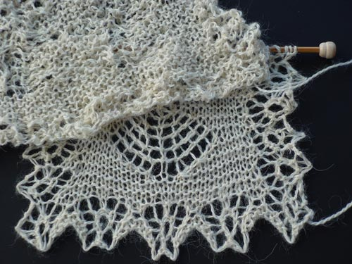 Knitted Lace Blocking Magic - Comparison of unblocked and blocked lace
